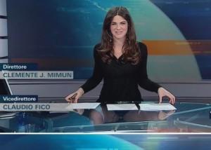 В студии новостей прозрачный стол показал все