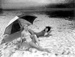 Снимки девушек под водой. Сложно поверить, но эти фотографии были сняты в 1938 году
