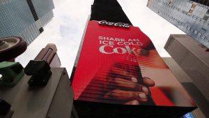 Видео: На Таймс-сквер установили первый трехмерный рекламный щит.