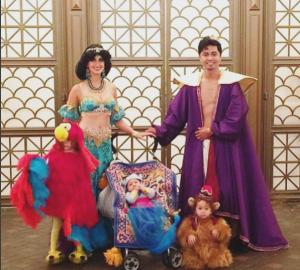 Папа может! Он шьет платья для своих детей, вдохновившись мультфильмами компании Дисней.