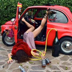 Фотограф из Италии создает постановочные фотографии людей, которые якобы упали