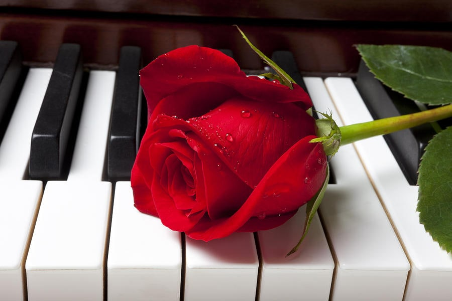Приятная музыка для поздравления, надписями день