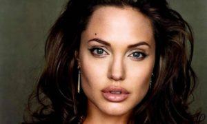 Сможешь угадать фильм с участием Анджелины Джоли  по одному кадру ?