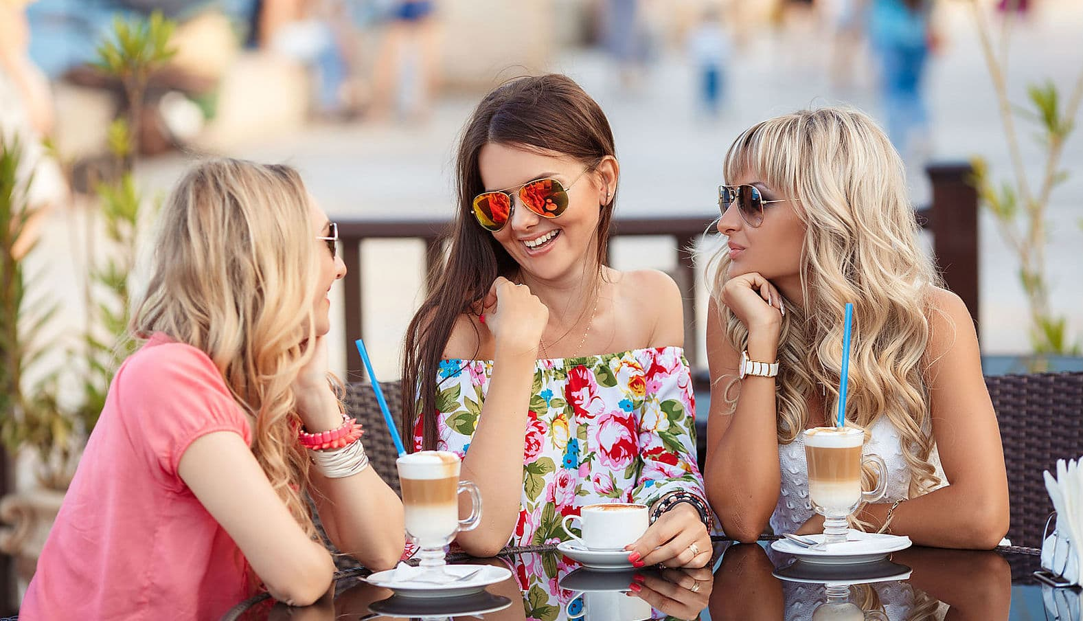 С тремя девушками 15