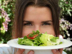 Тест для девочек: Приготовь салат, и мы назовем твое лучшее качество!