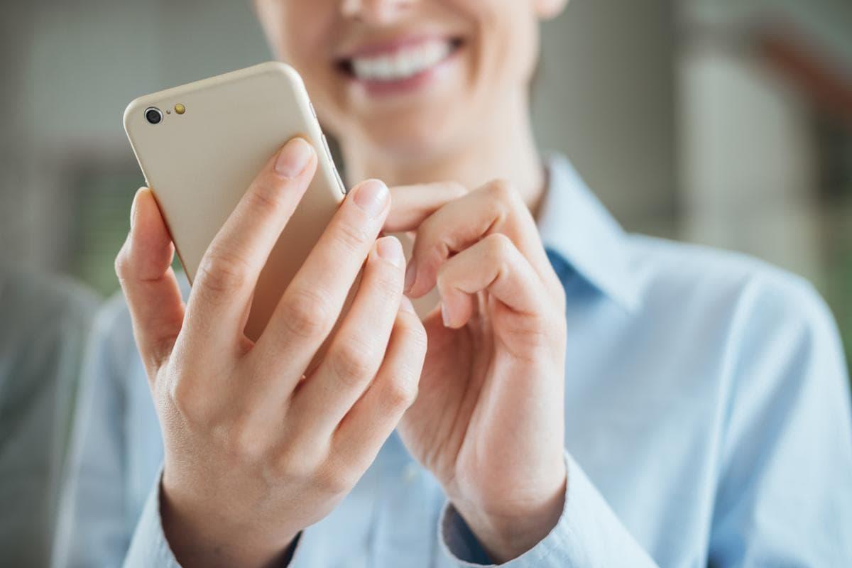 выбрать картинка с сотовыми телефонами уборы, обувь