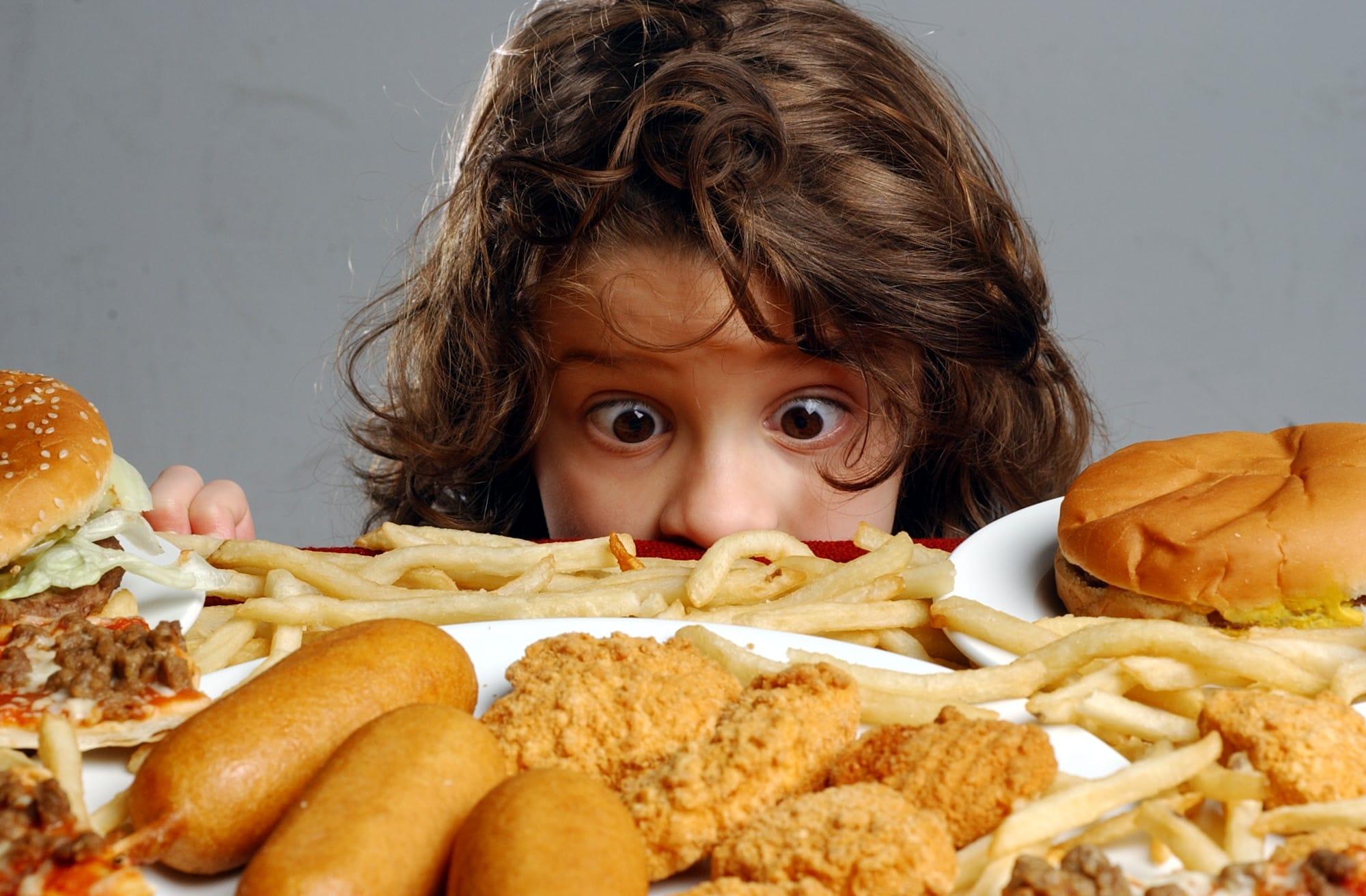 Надписи, картинки люди едят прикольную еду
